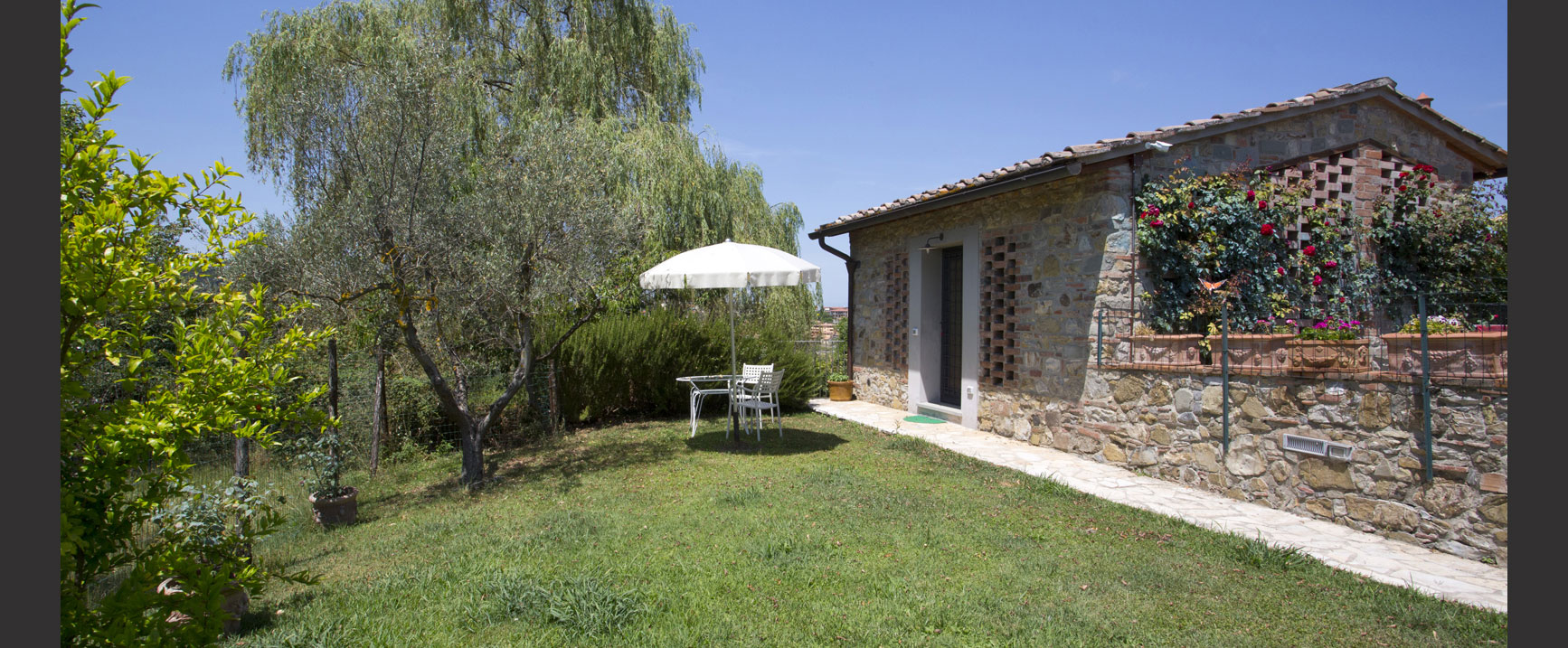 Casetta annex cottage studio 100 mt from the castle with for Planimetria di cottage calabash